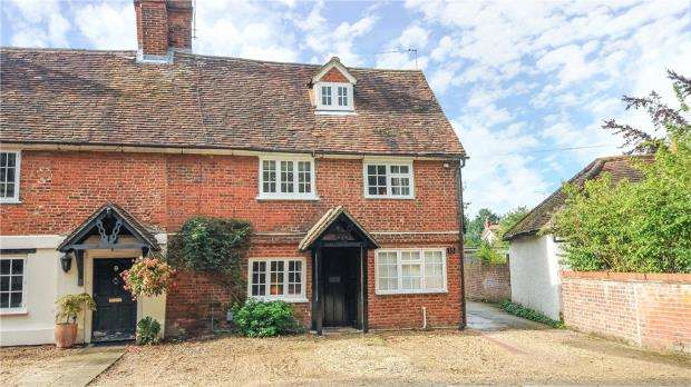 3 Bedrooms End Of Terrace House for sale in Plough Road, Yateley, Hampshire