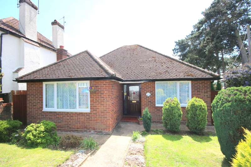 2 Bedrooms Bungalow for sale in RARELY AVAILABLE BUNGALOW WITH GARAGE IN BOXMOOR