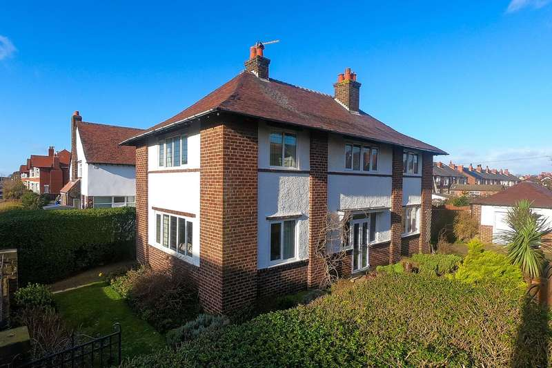 4 Bedrooms Detached House for sale in St Davids Road North, Lytham St Annes, FY8
