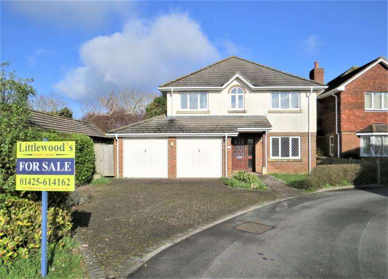 4 Bedrooms Detached House for sale in Detached Family Home