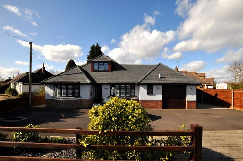 4 Bedrooms Chalet House for sale in Highfield Road, Ringwood, BH24 1RG