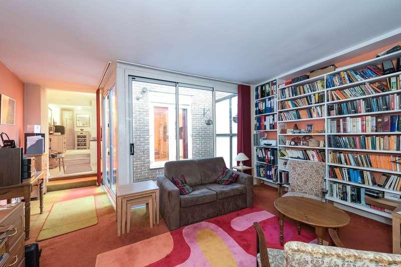 2 Bedrooms Flat for sale in Goldhawk Road, London, W6