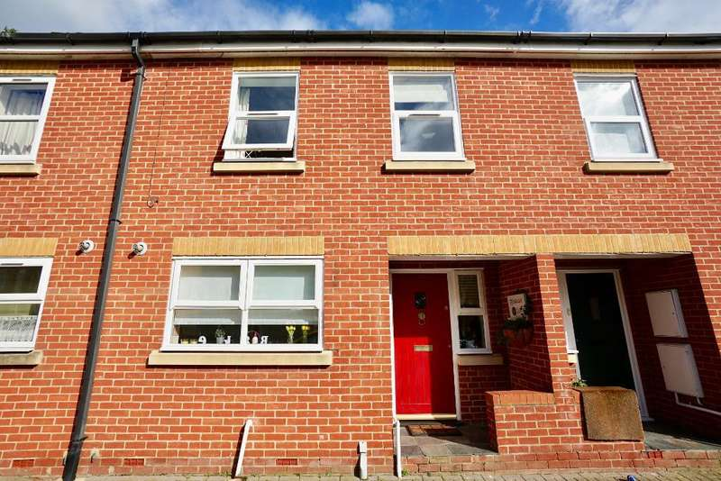 3 Bedrooms Terraced House for sale in Victoria Road, Netley Abbey, Southampton, SO31 5DG