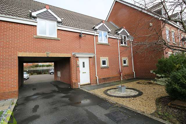 2 Bedrooms Maisonette Flat for sale in Netherwood Way, Westhoughton, BL5