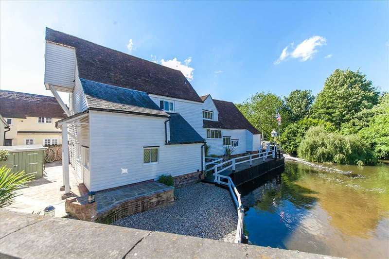 4 Bedrooms Detached House for sale in The Mill, Bocking