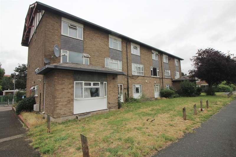 1 Bedroom Flat for sale in Longcroft Drive, Waltham Cross, Herts, EN8
