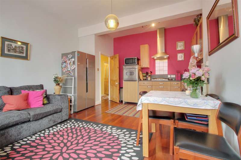 2 Bedrooms Flat for sale in Eastdown Park, Lewisham, London