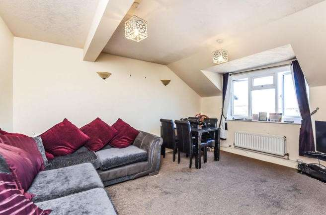 2 Bedrooms Flat for sale in Selhurst Road, London, SE25