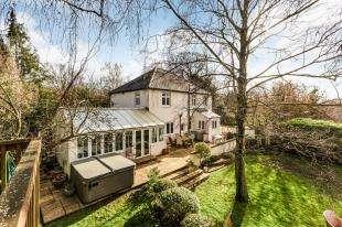 4 Bedrooms Detached House for sale in Stones Cross Road, Crockenhill, Swanley, Kent