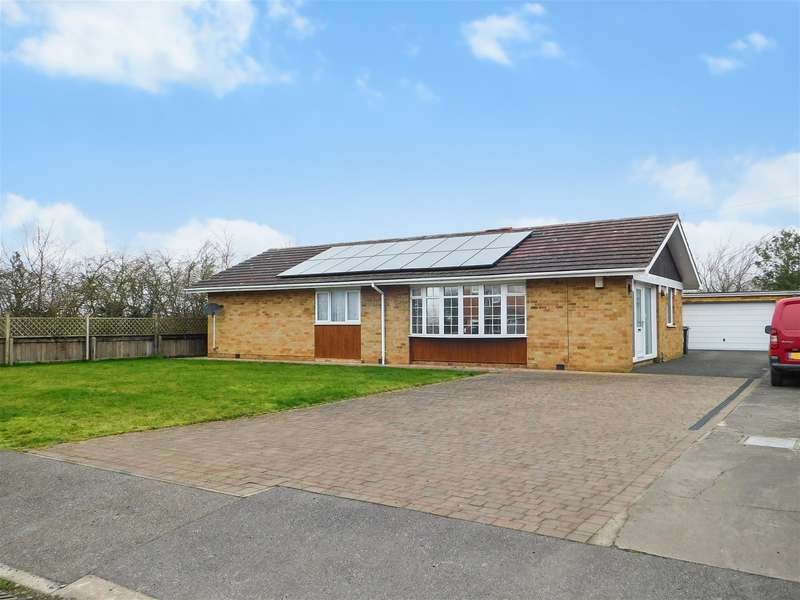 3 Bedrooms Detached Bungalow for sale in Frederica Road, Skegness, Lincs, PE25 3AZ
