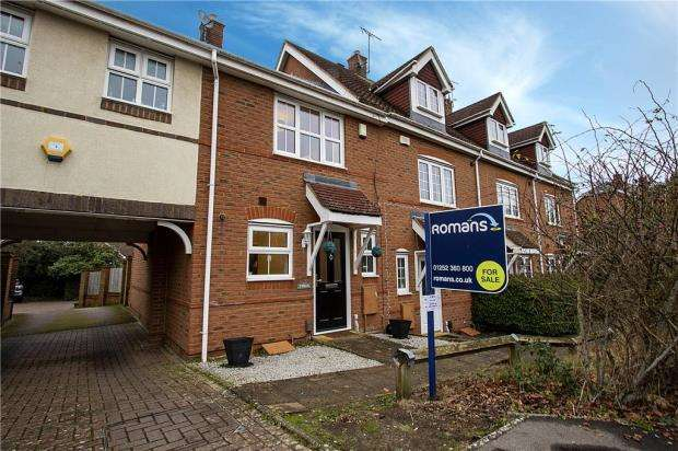 2 Bedrooms End Of Terrace House for sale in Kings Worthy Road, Elvetham Heath, Hampshire