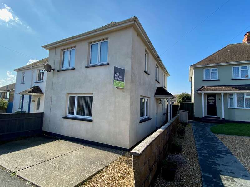 3 Bedrooms Semi Detached House for sale in St Michales Avenue, Ryde