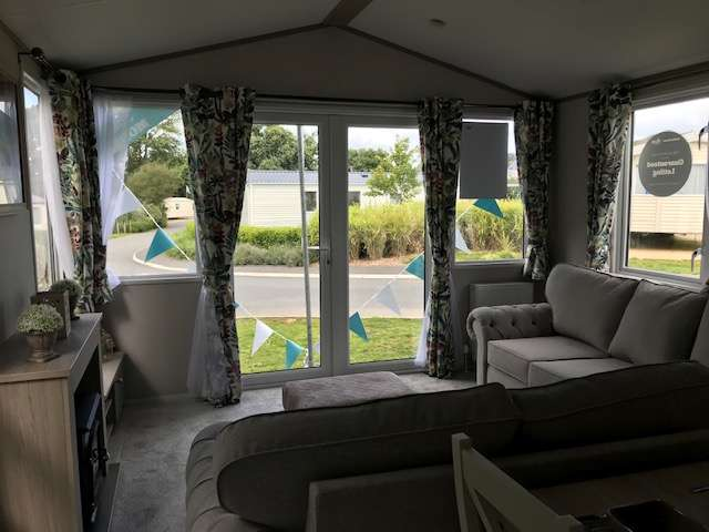 2 Bedrooms Caravan Mobile Home for sale in Whitecliff Bay Holiday Park, Isle Of Wight