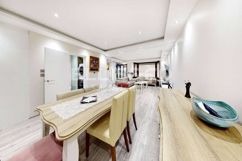 4 Bedrooms Detached House for sale in Cheviot Gardens, London
