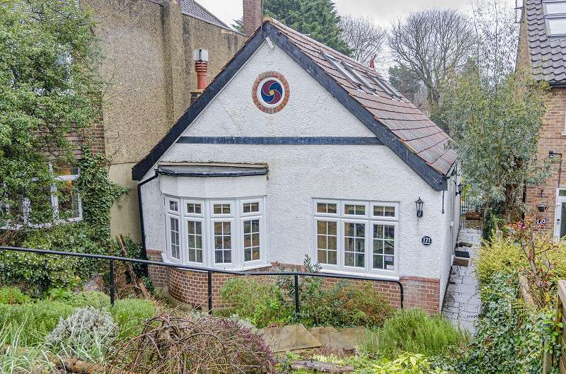 3 Bedrooms Detached House for sale in Crescent Road, Barnet, Hertfordshire. EN4