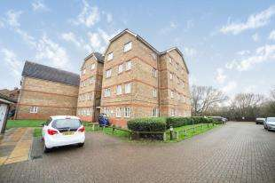 1 Bedroom Flat for sale in Woburn Close, Thamesmead, Nr Woolwich, London