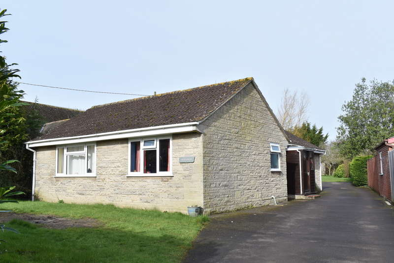 3 Bedrooms Detached Bungalow for sale in Templecombe, Somerset, BA9