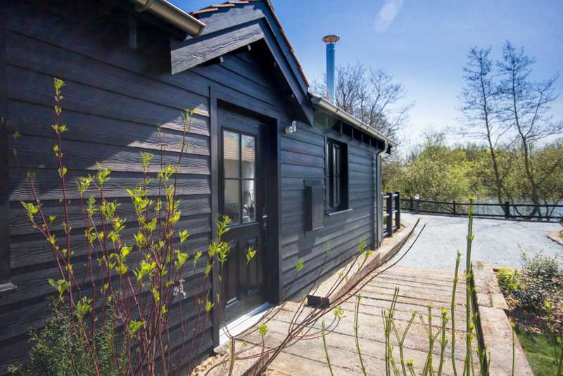 2 Bedrooms Lodge Character Property for sale in The Lakes Rookley, Isle Of Wight