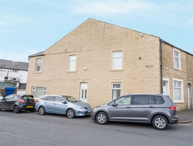 4 Bedrooms End Of Terrace House for sale in Owen Street, Burnley, Lancashire