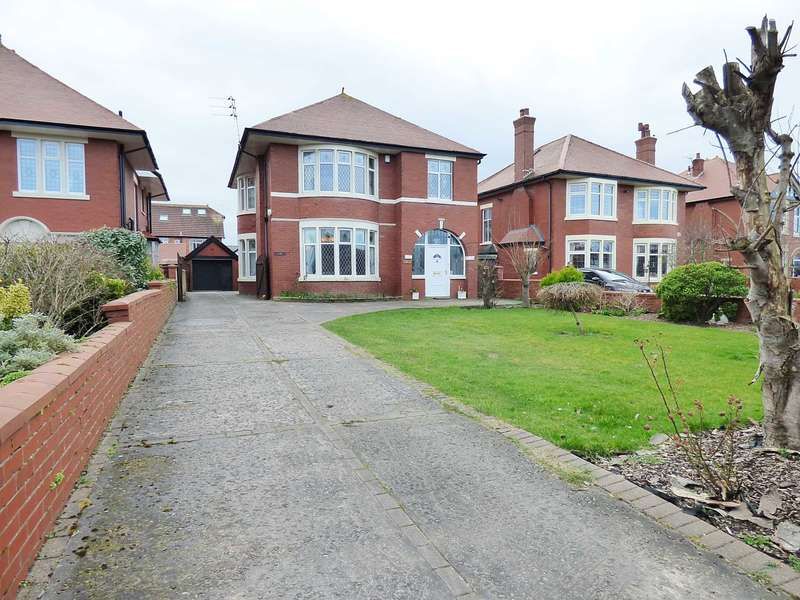 5 Bedrooms Detached House for sale in Clifton Drive South, St Annes