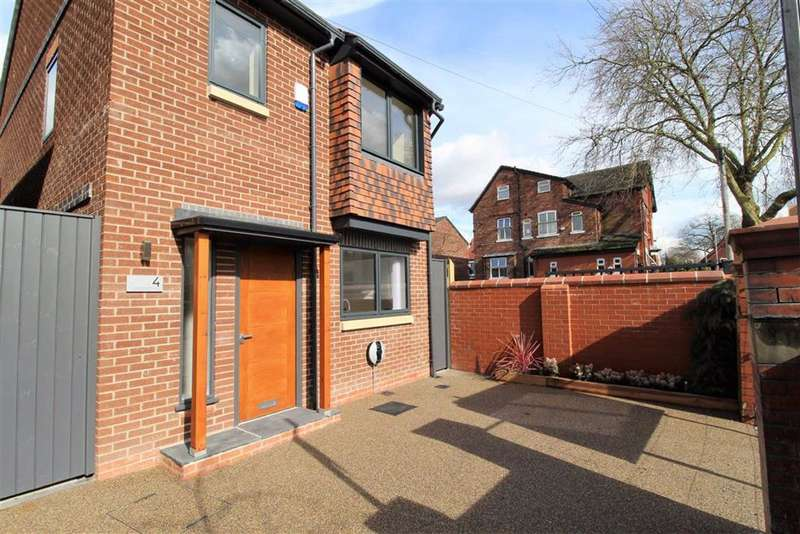 3 Bedrooms Detached House for sale in Grangethorpe Drive, Manchester
