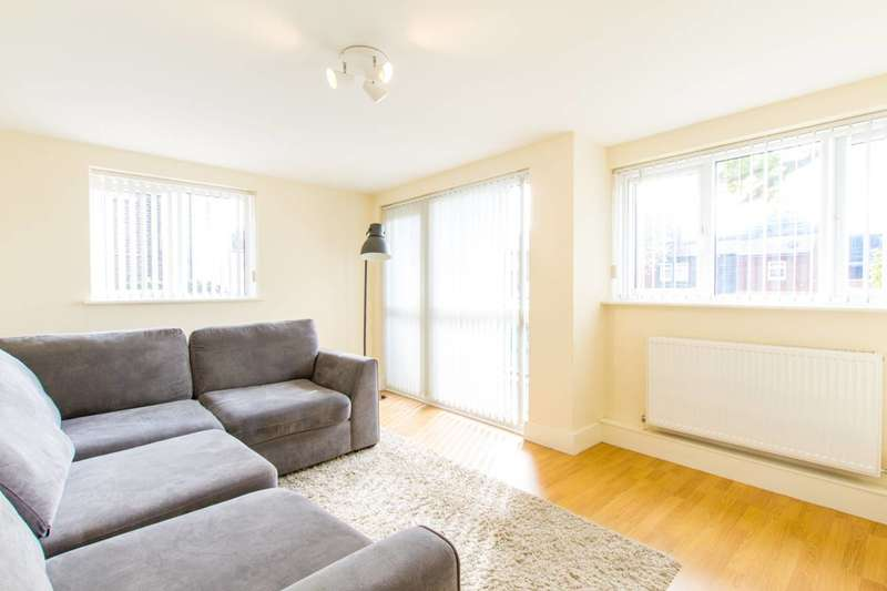 2 Bedrooms Flat for sale in Woodland Road, Arnos Grove, N11