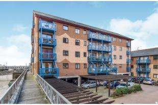 2 Bedrooms Flat for sale in Marriotts Wharf, West Street, Gravesend, Kent