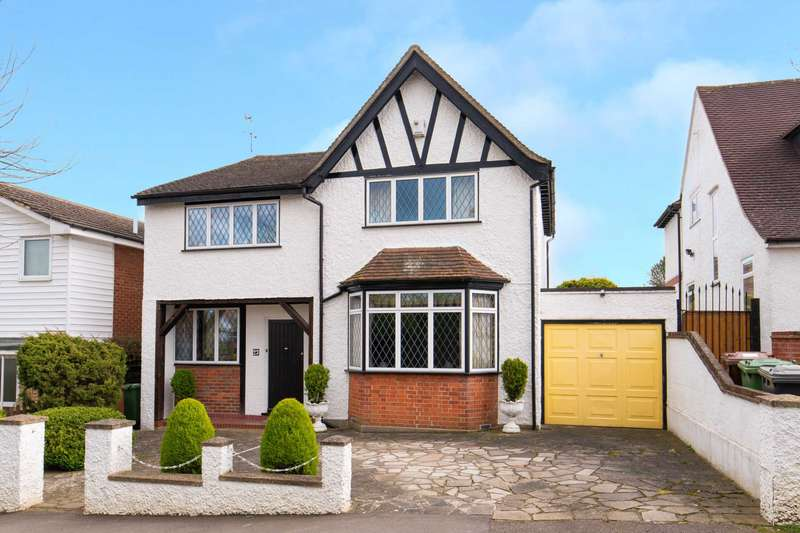4 Bedrooms Detached House for sale in Nightingale Road, Bushey