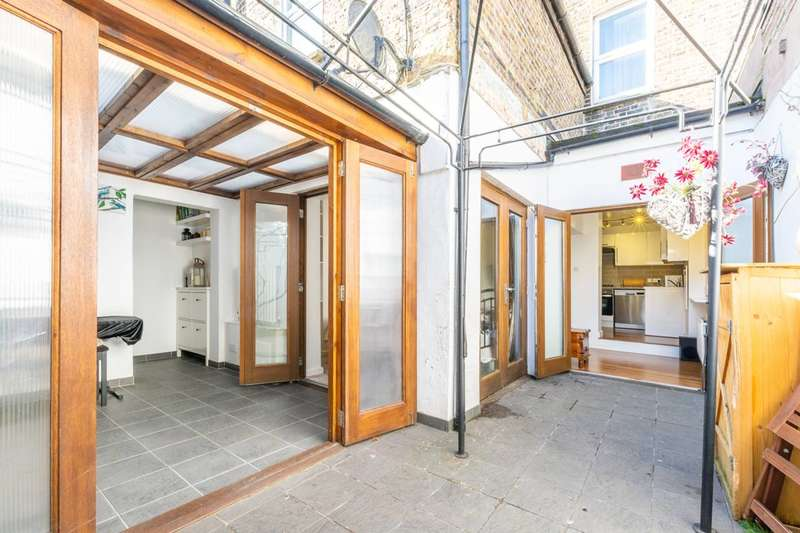 2 Bedrooms Flat for sale in Haydons Road, Colliers Wood, SW19