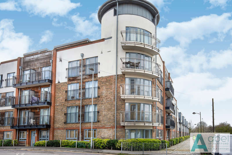 2 Bedrooms Flat for sale in The Waterfront, Hertford
