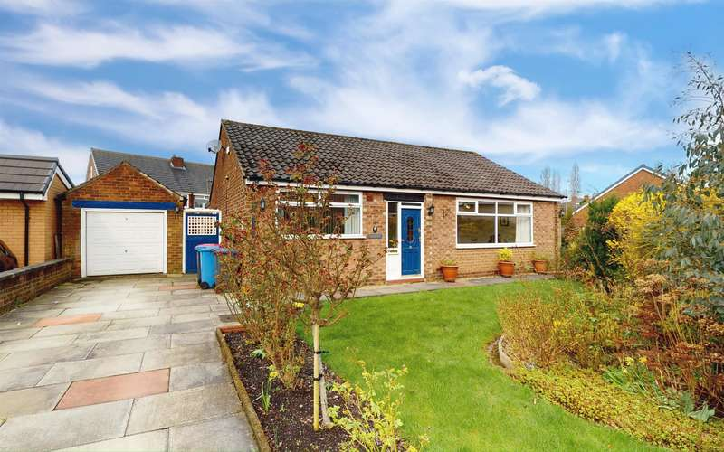 2 Bedrooms Detached Bungalow for sale in Greencourt Drive, Little Hulton, Manchester, M38 0BZ