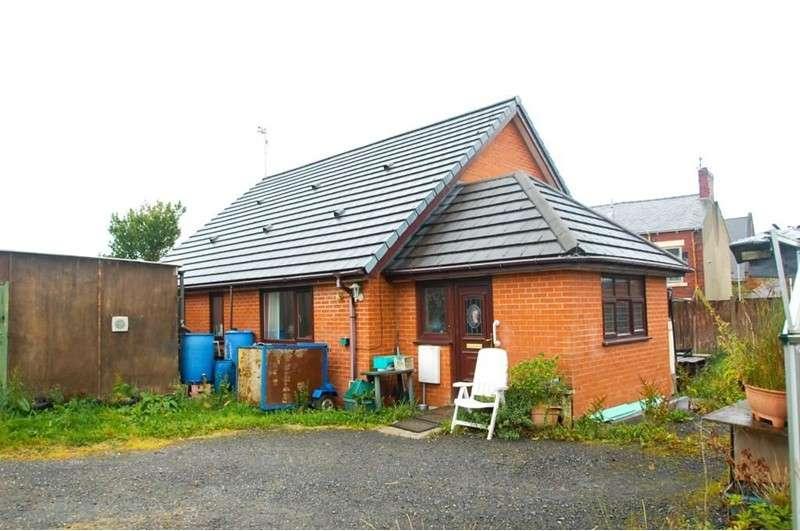 2 Bedrooms Bungalow for sale in St. James Street, Blackburn, Lancashire, BB2 4HD
