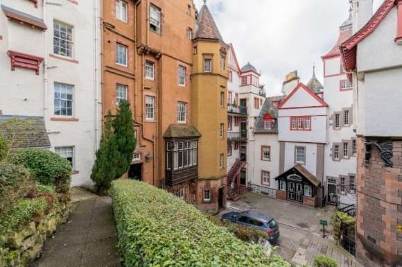 3 Bedrooms Maisonette Flat for sale in Ramsay Garden , Old Town, Edinburgh, EH1