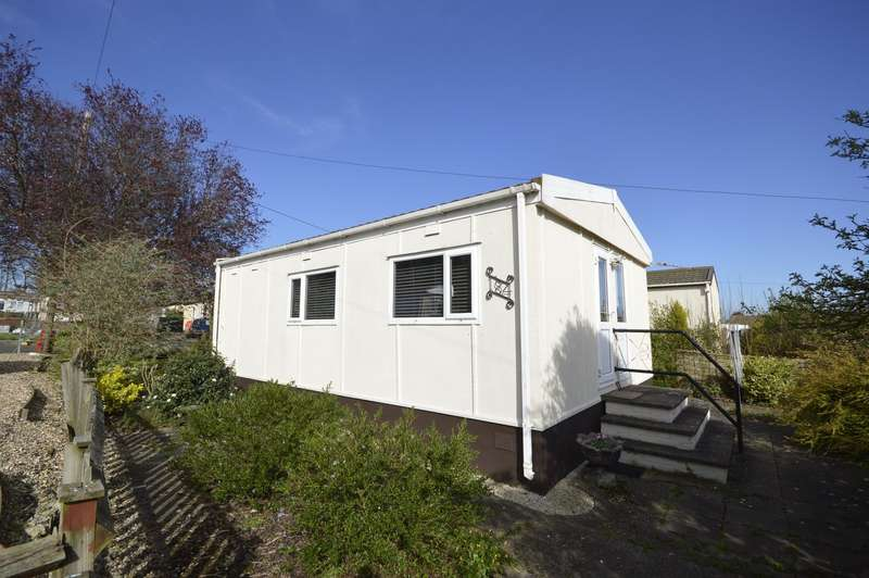 2 Bedrooms Park Home Mobile Home for sale in Willow Avenue, Hoo Marina Park, Hoo, Rochester, ME3