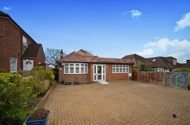 4 Bedrooms Detached Bungalow for sale in Waterfall Road, London