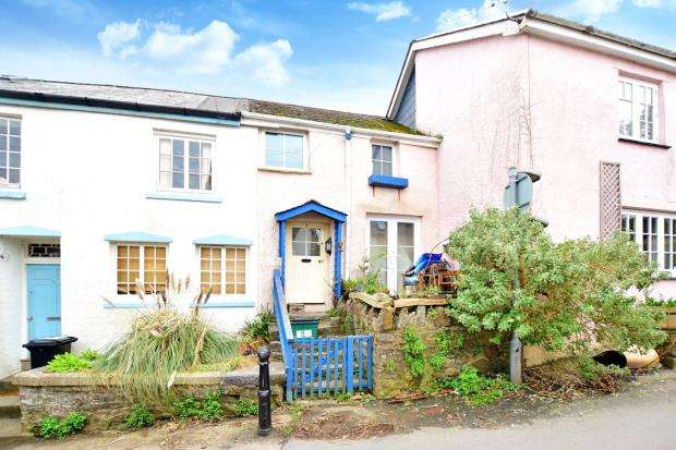 2 Bedrooms Terraced House for sale in Crest Hill, Buckfastleigh, Devon