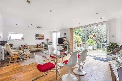 5 Bedrooms Detached House for sale in Park Avenue, Bromley