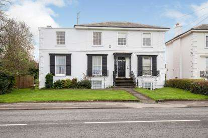 2 Bedrooms Flat for sale in Hales Road, Cheltenham, Gloucestershire