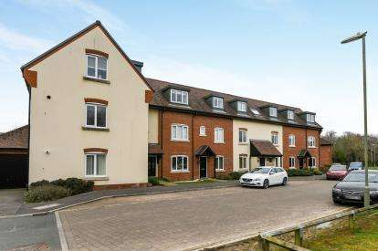 2 Bedrooms Flat for sale in St. Georges Road, Waterlooville, Hampshire