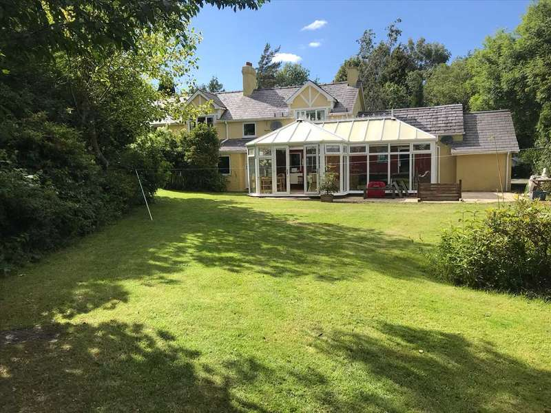 5 Bedrooms Detached House for sale in Rhos Uchaf, Llandygai, Bangor