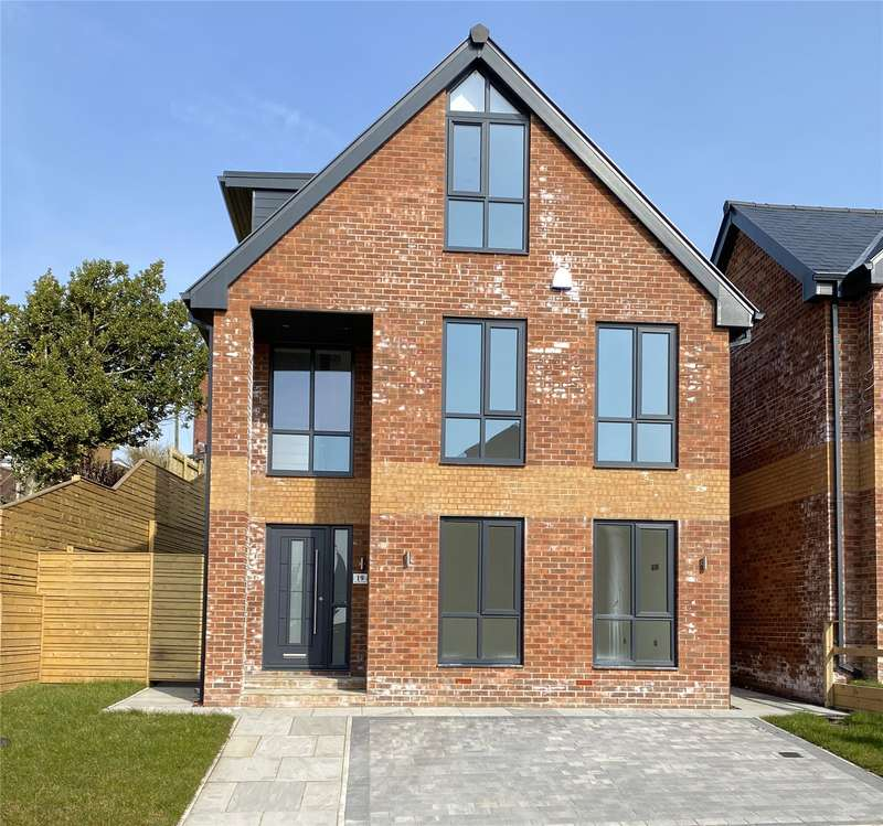 5 Bedrooms Detached House for sale in Plot 1 Moordale Avenue, No.19 Moordale Avenue, Oldham, Greater Manchester, OL4