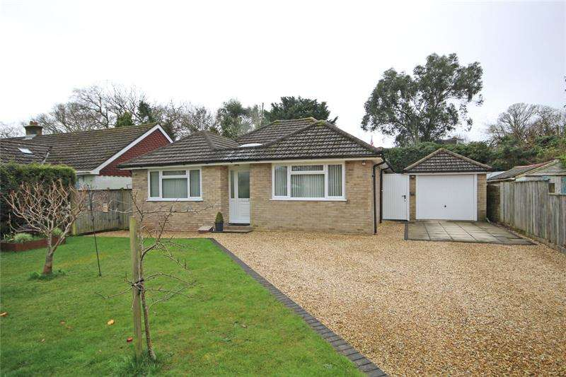 3 Bedrooms Bungalow for sale in Ferndale Road, New Milton, Hampshire, BH25