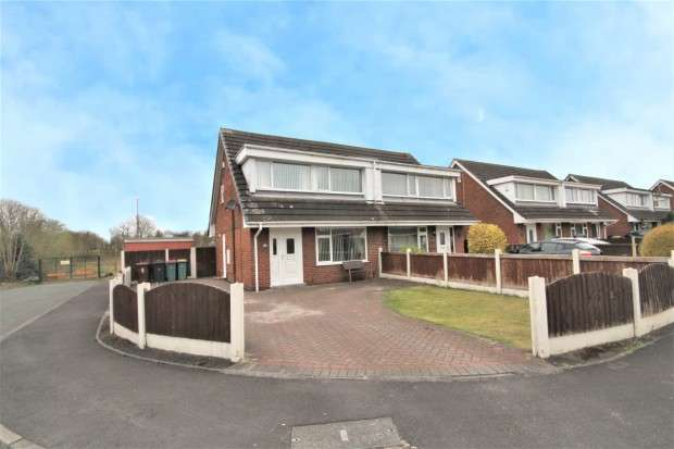 3 Bedrooms Semi Detached House for sale in Sandycroft, Preston, PR2