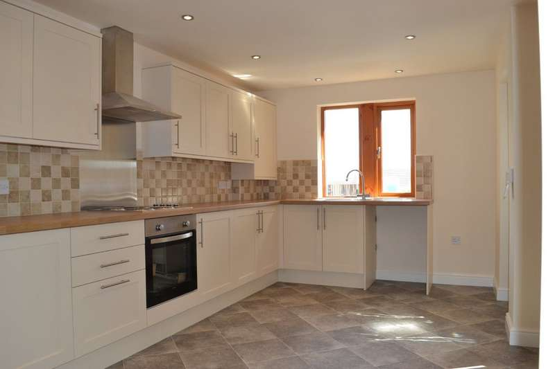 3 Bedrooms Semi Detached House for rent in Church Street, Emley HD8