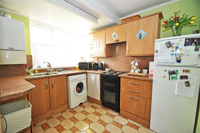 3 Bedrooms Terraced House for sale in Greenvale Gardens, Gillingham