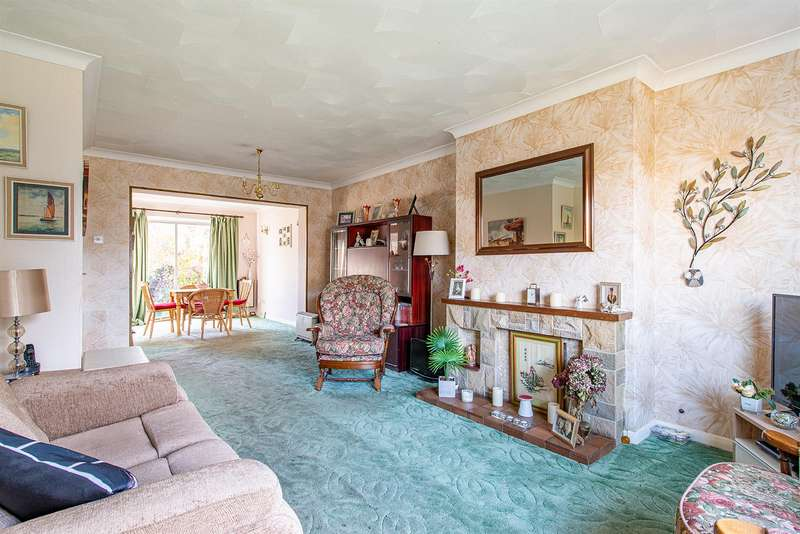 3 Bedrooms Semi Detached House for sale in South Avenue, Sittingbourne