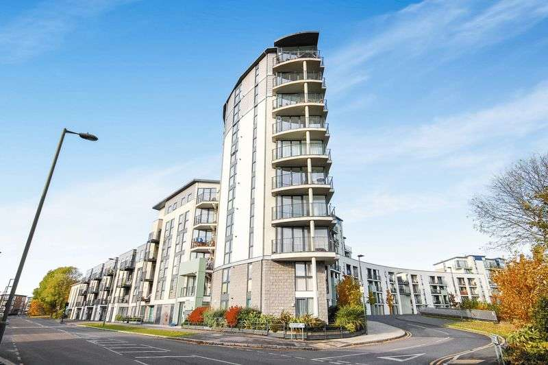 2 Bedrooms Flat for sale in 104 Lanacre Avenue, NW9