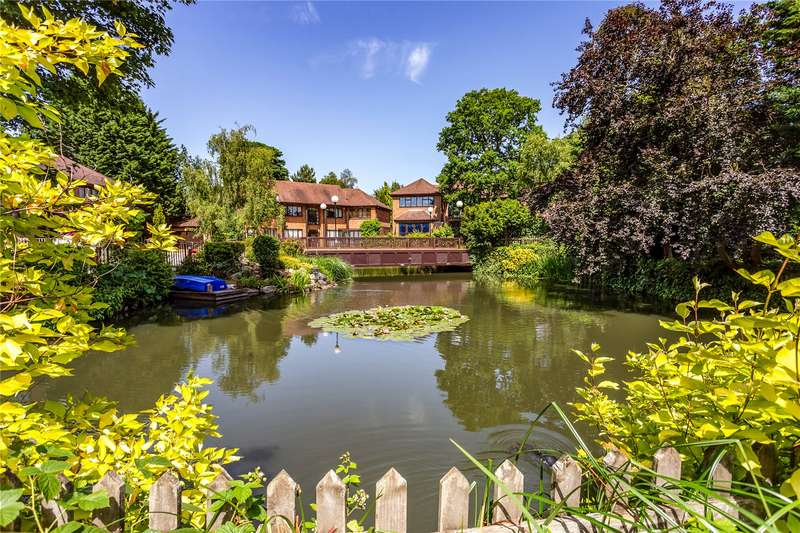 5 Bedrooms Detached House for sale in Lake Drive, Bushey, Hertfordshire, WD23