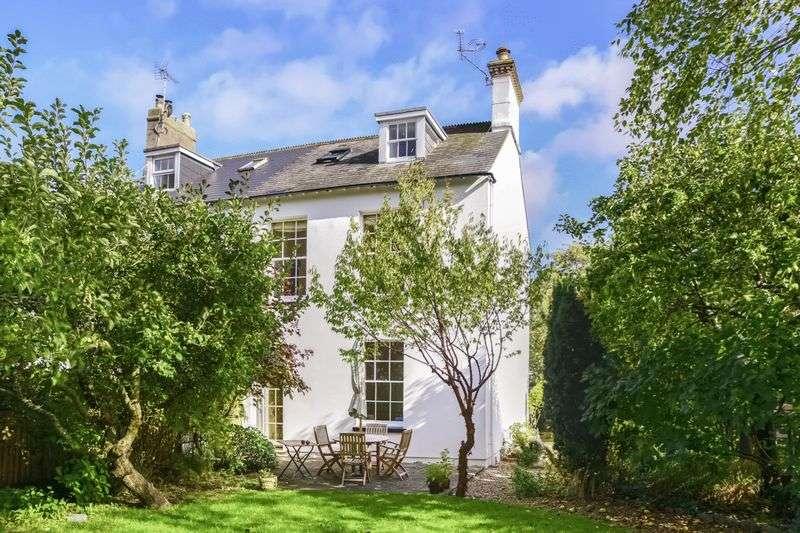4 Bedrooms Property for sale in South Walks Road, Dorchester, DT1