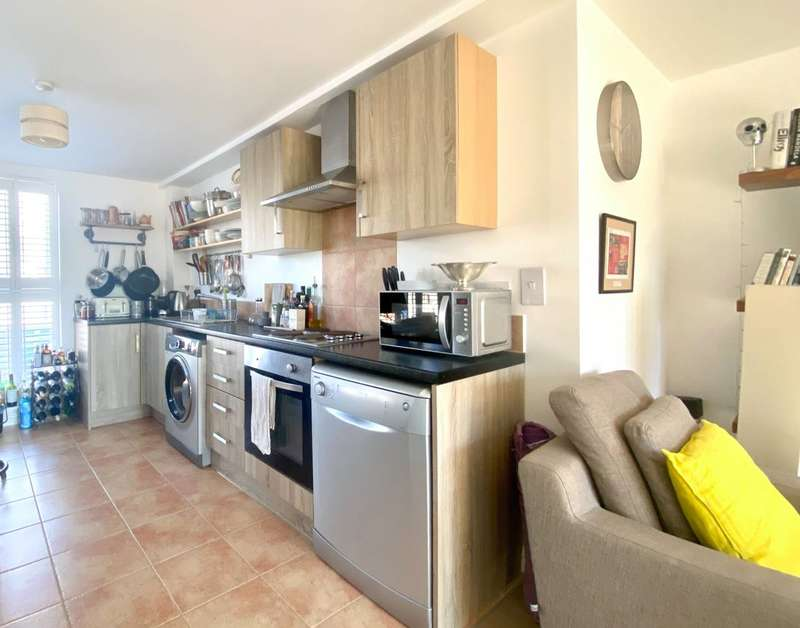 2 Bedrooms Flat for sale in Suffolk Road, South Norwood, SE25